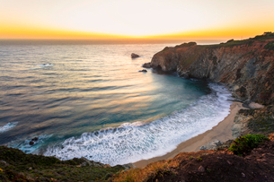 Sunset over The Pacific Ocean at Andrew Molera State Park south of Monterey, Big Sur, California, Unの写真素材 [FYI03790512]