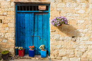 A typical view of a building in the traditional village of Omodos in Cyprus, Europeの写真素材 [FYI03790528]