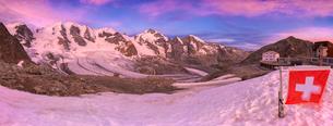 Sunrise at the Diavolezza Refuge with Swiss flag in foreground, Bernina Pass, Engadine, Graubunden,の写真素材 [FYI03790534]
