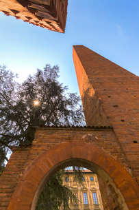 Medieval towers of Pavia, Pavia province, Lombardy, Italy, Europeの写真素材 [FYI03790563]