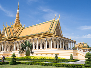 The throne hall at the Royal Palace, Phnom Penh, Cambodia, Indochina, Southeast Asia, Asiaの写真素材 [FYI03790634]