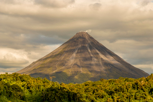 Volcano Arenal, seen from Lake Arenal, Costa Rica, Central Americaの写真素材 [FYI03790816]