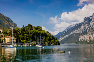 Scenic view from Castello di Rossino on Lake Como, Italian Lakes, Lombardy, Italy, Europeの写真素材 [FYI03790857]