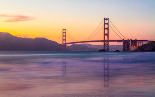 Soft flowing water reflects the beautiful Golden Gate Bridge at sunset, San Francisco, California, Uの写真素材 [FYI03790877]