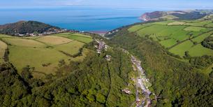 Wooded valley on the north Devon coast, Lynton, Exmoor, Devon, England, United Kingdom, Europeの写真素材 [FYI03791037]
