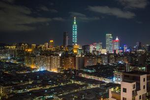 City skyline and Taipei 101 building, Taipei, Taiwan, Asiaの写真素材 [FYI03791064]