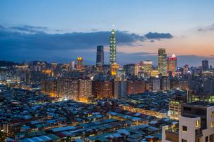 City skyline and Taipei 101 building, Taipei, Taiwan, Asiaの写真素材 [FYI03791075]