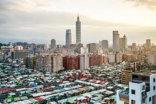 City skyline and Taipei 101 building, Taipei, Taiwan, Asiaの写真素材 [FYI03791085]