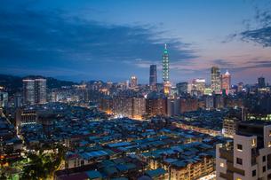 City skyline and Taipei 101 building, Taipei, Taiwan, Asiaの写真素材 [FYI03791090]