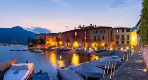 Fishermens houses at dusk, Mandello del Lario, Province of Lecco, Lake Como, Italian Lakes, Lombardyの写真素材 [FYI03791141]