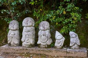 Traditional stone Jizo Bosatsu statues in Arashiyama, Kyoto, Japan, Asiaの写真素材 [FYI03791166]