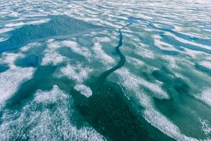 Palanderbukta Bay, pack ice pattern, Gustav Adolf Land, Nordaustlandet, Svalbard archipelago, Arcticの写真素材 [FYI03791293]