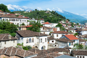 Ottoman houses built on the hills overlooking Berat, UNESCO World Heritage Site, Berat, Albania, Eurの写真素材 [FYI03791294]