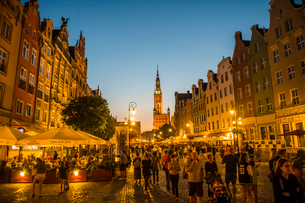 Hanseatic League houses with the town hall after sunset in the pedestrian zone of Gdansk, Poland, Euの写真素材 [FYI03791331]