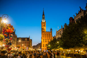 Hanseatic League houses with the town hall after sunset in the pedestrian zone of Gdansk, Poland, Euの写真素材 [FYI03791333]