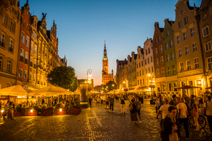 Hanseatic League houses with the town hall after sunset in the pedestrian zone of Gdansk, Poland, Euの写真素材 [FYI03791334]