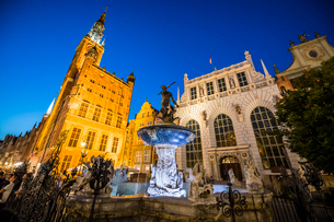 Hanseatic League houses with the town hall after sunset in the pedestrian zone of Gdansk, Poland, Euの写真素材 [FYI03791335]