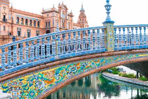 Bridge Puente de Aragon ornate with azulejos, Spanish ceramic tiles in Art Deco Style, Plaza Espana,の写真素材 [FYI03791397]