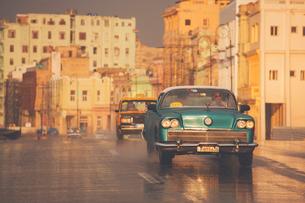 Old American car, Malecon, Havana, Cuba, West Indies, Caribbean, Central Americaの写真素材 [FYI03791456]