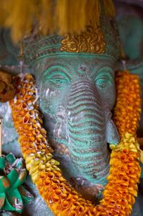Decorated Ganesh statue in Ubud, Bali, Indonesia, Southeast Asia, Asiaの写真素材 [FYI03791481]
