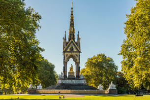The Albert Memorial in Kensington Gardens, London, England, United Kingdom, Europeの写真素材 [FYI03791658]