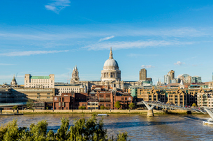 St. Paul's Cathedral and the London skyline, London, England, United Kingdom, Europeの写真素材 [FYI03791665]