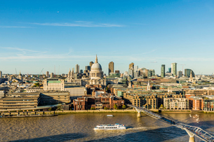 St. Paul's Cathedral and the London skyline, London, England, United Kingdom, Europeの写真素材 [FYI03791669]