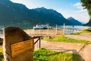 Plaque at the port of Idro, Idro Lake in Valle Sabbia, Brescia province, Lombardy, Italy, Europeの写真素材 [FYI03791803]
