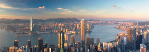 Skyline of Hong Kong Island and Kowloon from Victoria Peak, Hong Kong Island, Hong Kong, China, Asiaの写真素材 [FYI03791830]