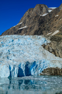 Tidewater glacier, South Skjoldungen Fjord, glorious weather, remote South East Greenland, Denmark,の写真素材 [FYI03791923]