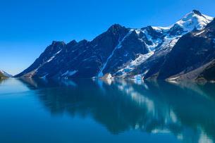 Reflections, South Skjoldungen Fjord, Skjoldungen Island, glorious weather, King Frederick VI Coast,の写真素材 [FYI03791925]
