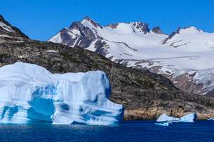 Icebergs, sculptured shapes, King Frederick VI coast at Skjoldungen Fjord, glorious weather, remoteの写真素材 [FYI03791935]