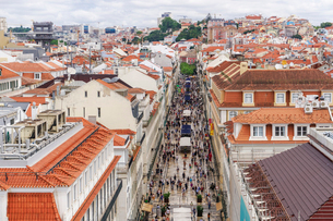 Rua Augusta seen from Arco viewpoint and pedestrian zone with traditional buildings and Santa Justaの写真素材 [FYI03792018]