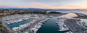 Fort Carre and Antibes Harbour, Provence-Alpes-Cote d'Azur, French Riviera, France, Mediterranean, Eの写真素材 [FYI03792172]