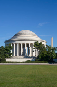 Thomas Jefferson Memorial, George Washington Memorial in the background, Washington D.C., United Staの写真素材 [FYI03792185]