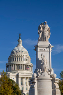 Peace Monument in foreground, United States Capitol Building in the background, Washington D.C., Uniの写真素材 [FYI03792209]