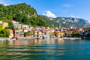 View of lake and village of Vezio, Province of Como, Lake Como, Lombardy, Italian Lakes, Italy, Euroの写真素材 [FYI03792252]