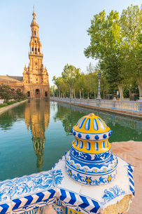 Old tower seen from the decorated ceramics balustrade along the canal, Plaza de Espana, Seville, Andの写真素材 [FYI03792273]