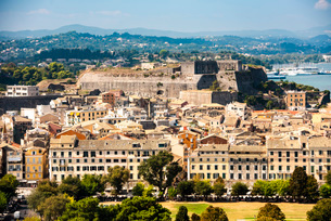 Cityscape of Corfu's old town in Greece, Europeの写真素材 [FYI03792909]
