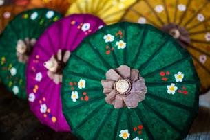 Traditional decorated sun umbrellas at Inle Lake, Shan State, Myanmar (Burma), Asiaの写真素材 [FYI03792926]