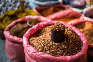 Fruit and vegetable market at Pindaya, Shan State, Myanmar (Burma), Asiaの写真素材 [FYI03792928]