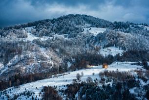 Winter landscapes of Carpathian Mountains near Brasov, Brasov County, Romania, Europeの写真素材 [FYI03792988]
