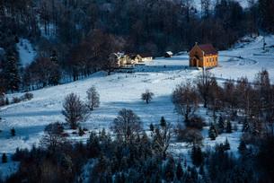 Winter landscapes of Carpathian Mountains near Brasov, Brasov County, Romania, Europeの写真素材 [FYI03792989]