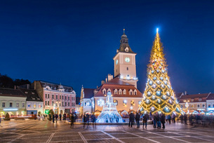 Brasov at night on New Years Eve, Brasov, Brasov County, Romania, Europeの写真素材 [FYI03792991]
