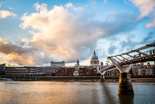 St. Pauls Cathedral at sunset, City of London, London, England, United Kingdom, Europeの写真素材 [FYI03793024]