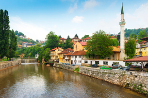 Hajjis Mosque by Miljacka river in Sarajevo, Bosnia and Hercegovina, Europeの写真素材 [FYI03793134]