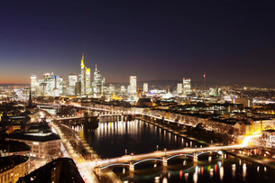 View over Main River to Ignatz Bubis Bridge financial district skyline, Frankfurt, Hesse, Germany, Eの写真素材 [FYI03793188]
