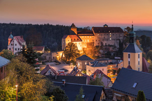 Hohnstein Castle at sunset in Saxony, Germany, Europeの写真素材 [FYI03793270]
