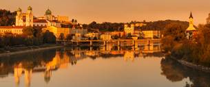 Panorama with St. Stephen's Cathedral at sunset in Passau, Germany, Europeの写真素材 [FYI03793278]