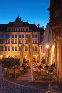 Restaurant at Untermarkt Square with New town hall, Goerlitz, Saxony, Germany, Europeの写真素材 [FYI03793296]